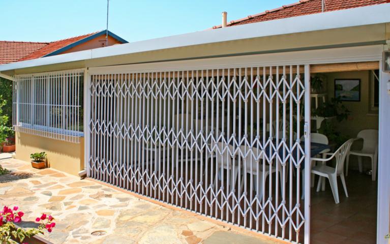 Xpanda Retractable Security Gate
